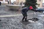 U vstupu do strojovny kašny na žďárském náměstí Republiky.