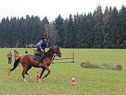 Liška (jinak předseda jezdeckého klubu Josef Slavíček) vyráží na úprk před honci. Ještě netuší, že honci ji letos uloví rychle.