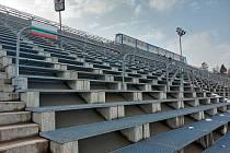 Opuštěný areál Vysočina Areny při závodech Světového poháru biatlonistů v roce 2021.