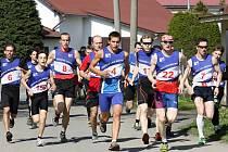 Po startu byli běžci bok po boku.