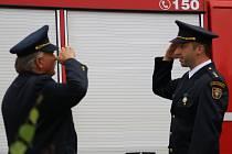 Na oslavy přijeli i členové okolních hasičských sborů. Na programu bylo i svěcení nového vozu a sportovní zápolení v podání mladých hasičů.