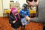 """Výstava byla celá zaměřena na sněhuláky – pletené, vařené, pečené, dřevěné, skleněné. Jako každý rok byl k ochutnání výborný punč a vánoční cukroví od místních obyvatelek. Pro děti byly nachystány dílny, kde si mohly vyrobit něco """"sněhulákového"""" domů."""