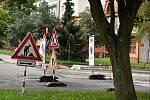 Okružní ulice v Bystřici nad Pernštejnem je rozkopaná. Hotovo bude do začátku zimy.