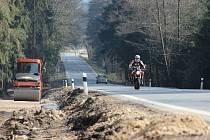 Nová cyklostezka potěší příznivce cykloturistiky v blízkosti Bystřice nad Pernštejnem. Převede cyklisty přes frekventovanou silnici I/19 a povede dál k odbočce ke Skalskému rybníku.