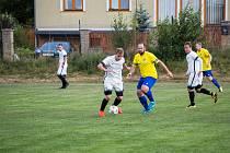 Uplynulý podzim se fotbalistům rezervy Velké Bíteše (ve žlutých dresech) příliš nepovedl. Až jedenácté místo v tabulce východní skupiny 1. B třídy je toho důkazem.