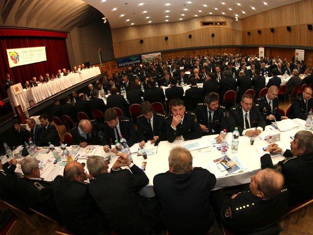 Výročního sněmování dobrovolných hasičů žďárského regionu se v novoměstském kulturním domě zúčastnili delegáti 255 sborů.