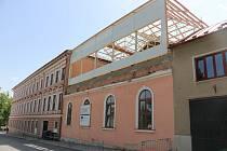 S rekonstrukcí školní budovy se začalo již vloni.