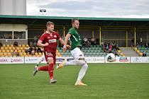 Ve dvou posledních zápasech nasázeli fotbalisté Velkého Meziříčí (v červeném) svým soupeřům po pěti brankách.