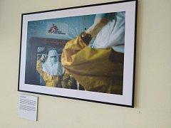 Ve středu se v Novoměstské nemocnici uskutečnila vernisáž fotografií z misí organizace Lékaři bez hranic.