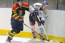 Po výhře v derby nad Velkou Bíteší v minulém kole se hokejisté Velkého Meziříčí (v bílém) radovali i v Blansku. Horácký hokejový klub zde po obratu zvítězil 3:1.