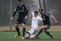 Fotbalisté Žďáru (v bílém) i Vrchoviny (v tmavém) hrají v anglickém týdnu dvakrát venku.