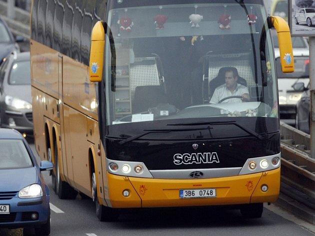 Žluté autobusy Student Agency na trase Brno České Budějovice a zpět začnou od 24. března zastavovat i ve Velkém Meziříčí.