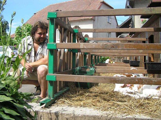 Virus H5N1 je postrachem také pro chovatele drůbeže na Žďársku. Malochovatelka Iveta Prombergrová z Bohdalova se nebrání zrušení chovu slepic, pokud by se ptačí chřipka objevila i ve žďárském regionu.