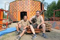 Loni na KoresponDance přijeli i bratři Petr a Matěj Formanovi, do Žďáru přivezli vizuálně poutavé představení Obludárium.