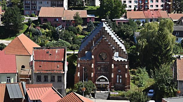 Nová synagoga byla postavena v letech 1868 až 1870 v novogotickém slohu. Svému účelu sloužila až do roku 1940.