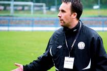 Fotbalisty Žďáru převzal v roli hlavního trenéra Radim Chmelíček. V kabině FC Žďas však rozhodně nejde o novou tvář. Bývalý kapitán celku působil po konci kariéry i v roli vedoucího mužstva i asistenta trenéra.