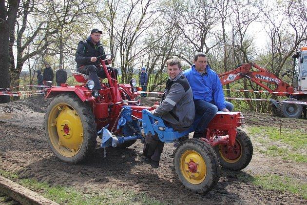 Spanilá jízda obcí, jízda zručnosti, přetahování traktorů, couvání s dvoukolákem nebo hod pneumatikou na cíl - to je jen malá ochutnávka z bohaté nabídky traktoriády, která se už popáté uskutečnila v Bohuňově.