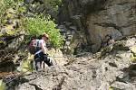 Někteří zkoušeli jištěné cesty, jiní dali přednost skalnímu lezení. Ferraty ve Víru lákaly k návštěvě.