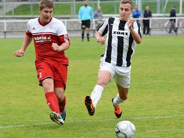 Fotbalový obránce Ondřej Vícha (v červeném) na archivním snímku.