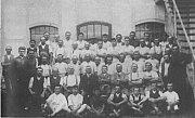 Dělníci firmy Antonína Koženého synové v roce 1927.