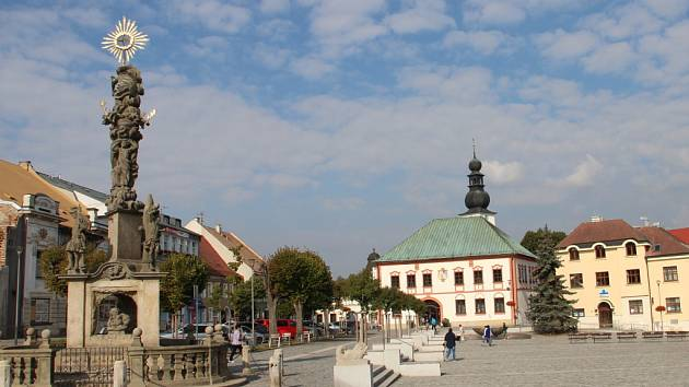Začátkem loňského roku dokončená přestavba povrchů hlavní části náměstí Republiky se dostala do semifinále soutěže Česká cena za architekturu.