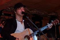 Pozvání na Horácký džbánek do Žďáru nad Sázavou přijal i dvaadvacetiletý písničkář Tomáš Klus. V říjnu vyjde jeho druhé album společně se zpěvníkem nazvaným Já, písničkář.