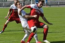 Bystřice musela v zápase s Tasovicemi alternovat. Kvůli absenci stopera Marcela Šponara se do obrany z útoku přesunul univerzál Jaromír Chocholáč (vpravo).
