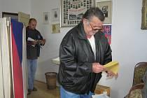 Z volební místnosti v Rokytně na Novoměstsku krátce po páteční čtrnácté hodině.