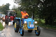 Zemědělské stroje absolvovaly šestikilometrovou trasu z Maršovic do Vysočina Areny.