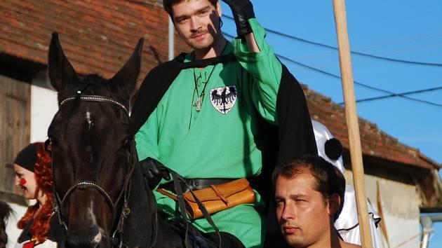 Do Stránecké Zhoře na Velkomeziříčsku v pátek přijel se svou družinou kníže Václav.