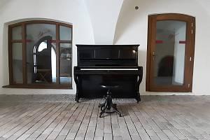 Piano našlo své nové místo ve zrekonstruovaném Veliši.