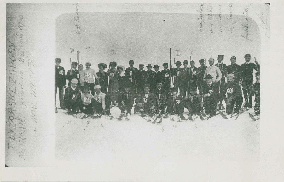 První lyžařské závody se v Novém Městě na Moravě uskutečnily 2. února 1910.