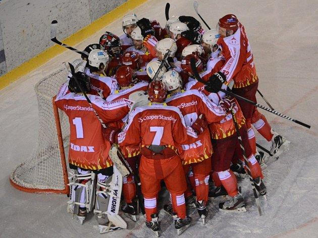 Hokejisté Žďáru slaví postup do čtvrtfinále. Řisuty porazili 7:0 a celou sérii ovládli 3:0 na zápasy.