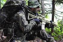 """Na praktický výcvik, který je hlavní náplní """" hraní si na vojáky"""", dohlížejí velitelé čet a velitelé družstev. Cvičení probíhá v terénu, s """"ozbrojenci"""" se můžete kdykoliv setkat tváří v tvář."""
