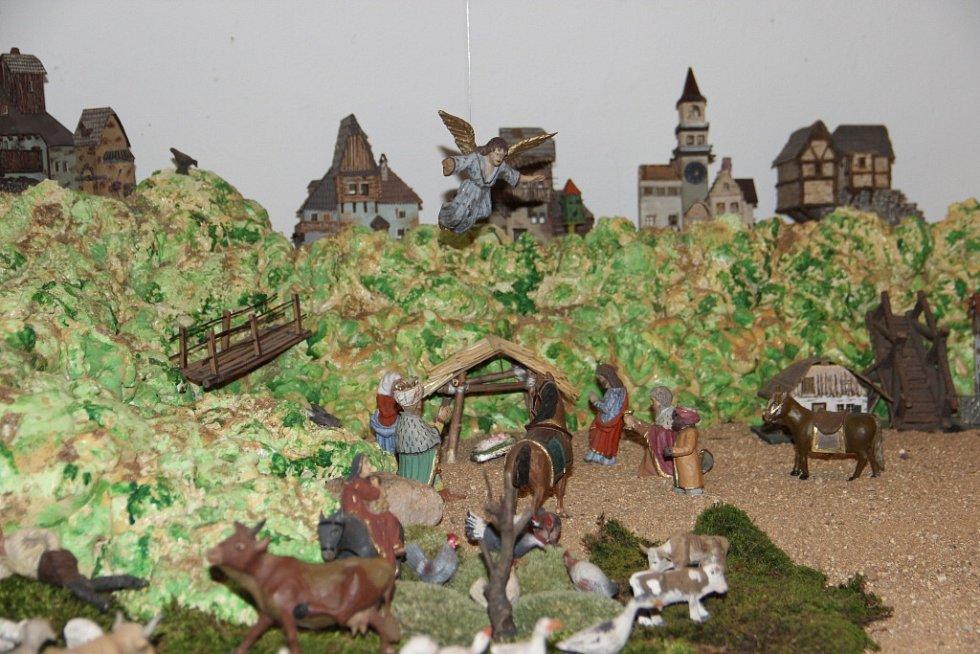 V Bystřici nad Pernštejnem vítali v sobotu advent vánoční výstavou, ježíškovskou poštovnou i zpíváním koled.