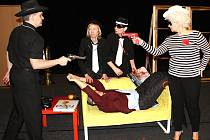 Ochotnický soubor sáhl i tentokrát po osvědčeném žánru. Diváci uvidí komedii Čtyři vraždy stačí, drahoušku.