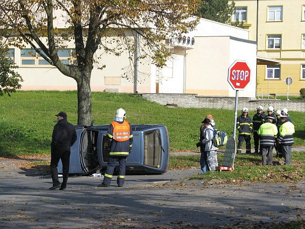 Především nepřiměřená rychlost stála za dopravní nehodou, k níž došlo ve čtvrtek odpoledne ve žďárské ulici Neumannova.