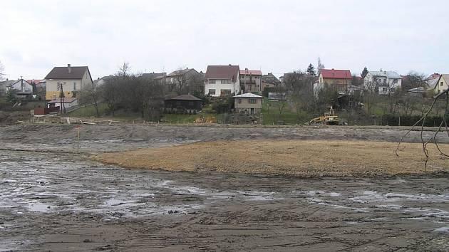 Kazmírův rybník v Novém Městě už je kompletně vyčištěn.