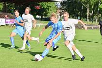 Nový divizní ročník zahájí fotbalisté FC Žďas Žďár (v bílém) dvěma domácími zápasy proti Lanžhotu a Havlíčkovu Brodu.