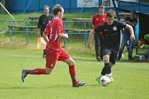 Mladým fotbalistům FC Žďas Žďár (v černém) se ve Sportovním středisku mládeže dostává patřičného trenérského vedení.