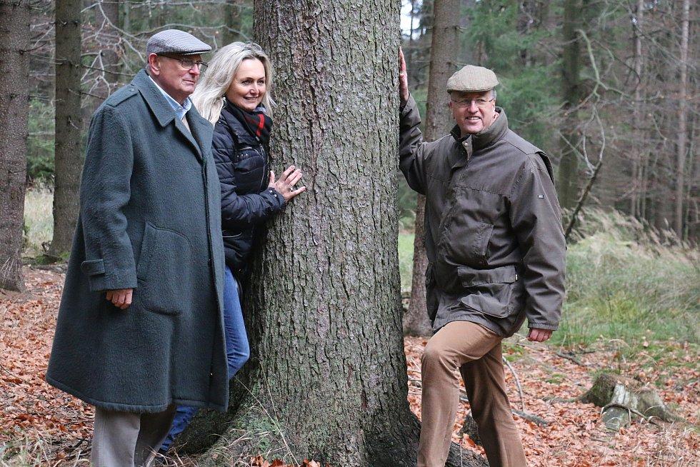 Jan Petrof (vlevo), Zuzana Ceralová Petrofová (uprostřed) a Constantin Kinský (vpravo) se domluvili na dlouhodobé spolupráci.