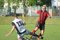 Jarní premiéru by si po odloženém domácím duelu s Černíčí  měli fotbalisté Moravce (v pruhovaném) odbýt tuto sobotu na hřišti Jemnicka (v bílém). Tomu mají co vracet za srpnovou domácí prohru 1:2.