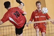 Z hodnocení trenéra Milana Pivničky vyšel Karel Hron (vpravo) se vztyčenou hlavou.