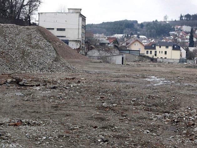Demolice Svitu byla ukončena loni na podzim, ale nový polyfunkční areál letos kvůli krizi nevznikne.