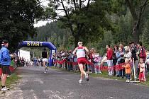 Nositel tradic Bystřicka. Dvaatřicetikilometrový Malý svratecký maraton z Víru do Nedvědice a zpět se běhá bez přerušení od roku 1954.