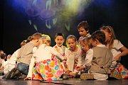 Děti ze všech sedmi žďárských mateřinek a z pěveckého sboru Sluníčka předvedly vystoupení, která pilně připravovaly po celý podzim.