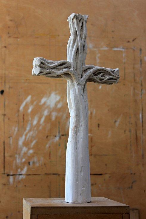 Sádrový model nové skulptury. Strom života.
