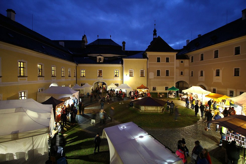 Organizátoři vánočního trhu na žďárském zámku přišli s novinkou v podobě Virtuálního vánočního trhu.