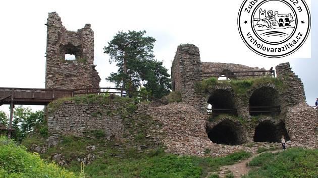 Bystřická radnice coby majitel Zubštejna nechala fotogenickou zříceninu před několika lety staticky zajistit. Příští týden tam přibude vrcholové razítko s obrázkem hradu, které si budou moci turisté sami otisknout.