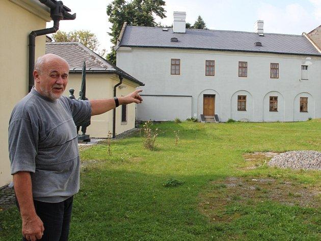 Ředitel Horácké galerie Josef Chalupa (na snímku) by rekonstrukci nádvoří uvítal.